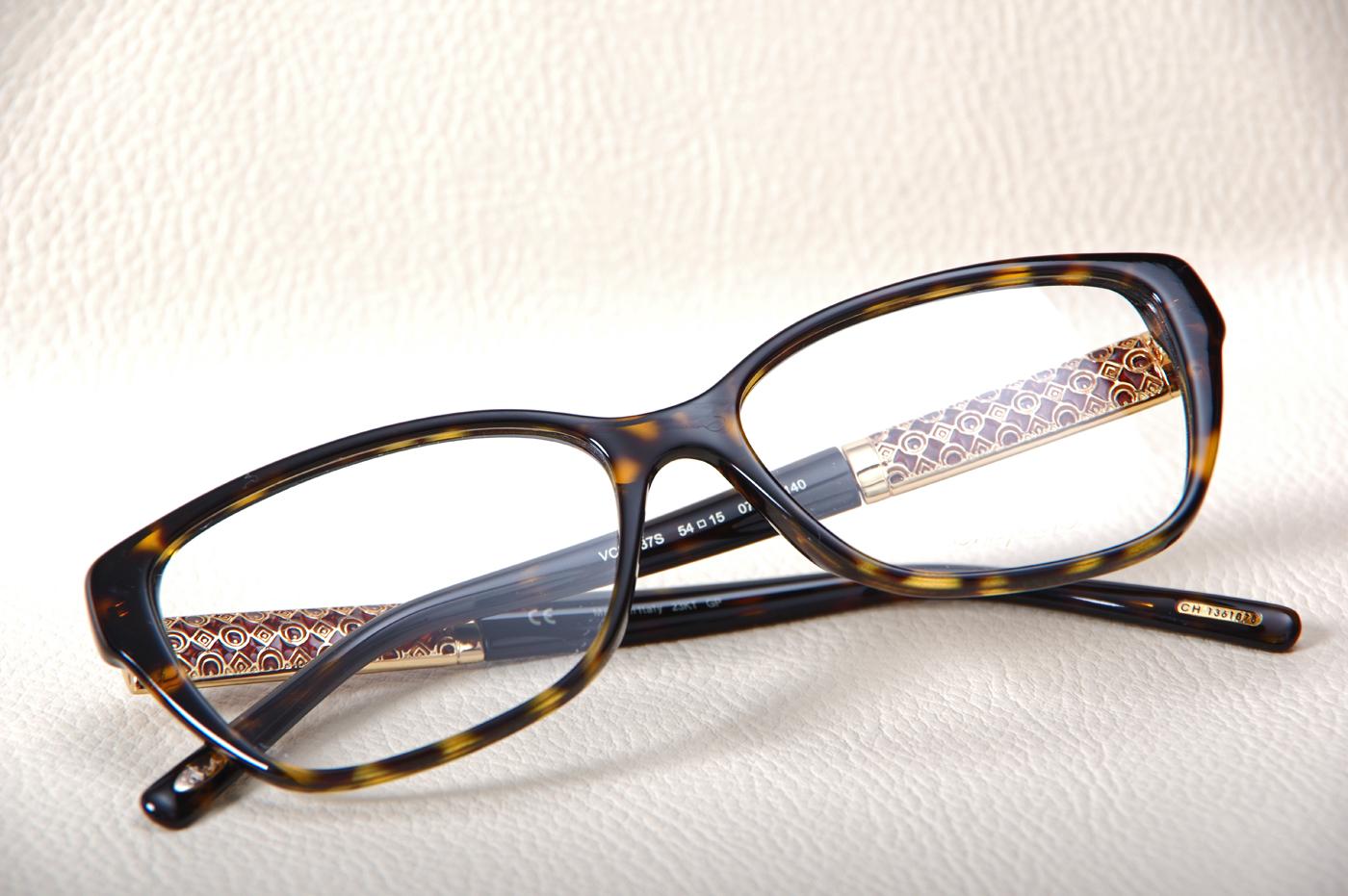 ... Commander des lunettes précieuses CHOPARD proche Rouen, 76 Réserver  votre monture de lunettes CHOPARD près de Caen, ... d460431594d8