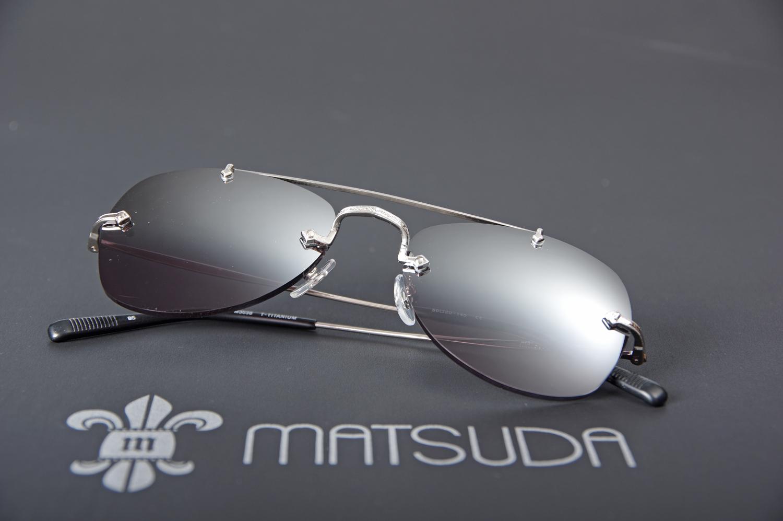 4d948f2732d30c Lunettes de soleil percées en titane avec verres miroirs (Matsuda ...