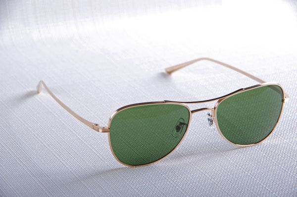 Revendeur des lunettes Executive Suite 1198, Oliver Peoples et The Row, Paris 75, France